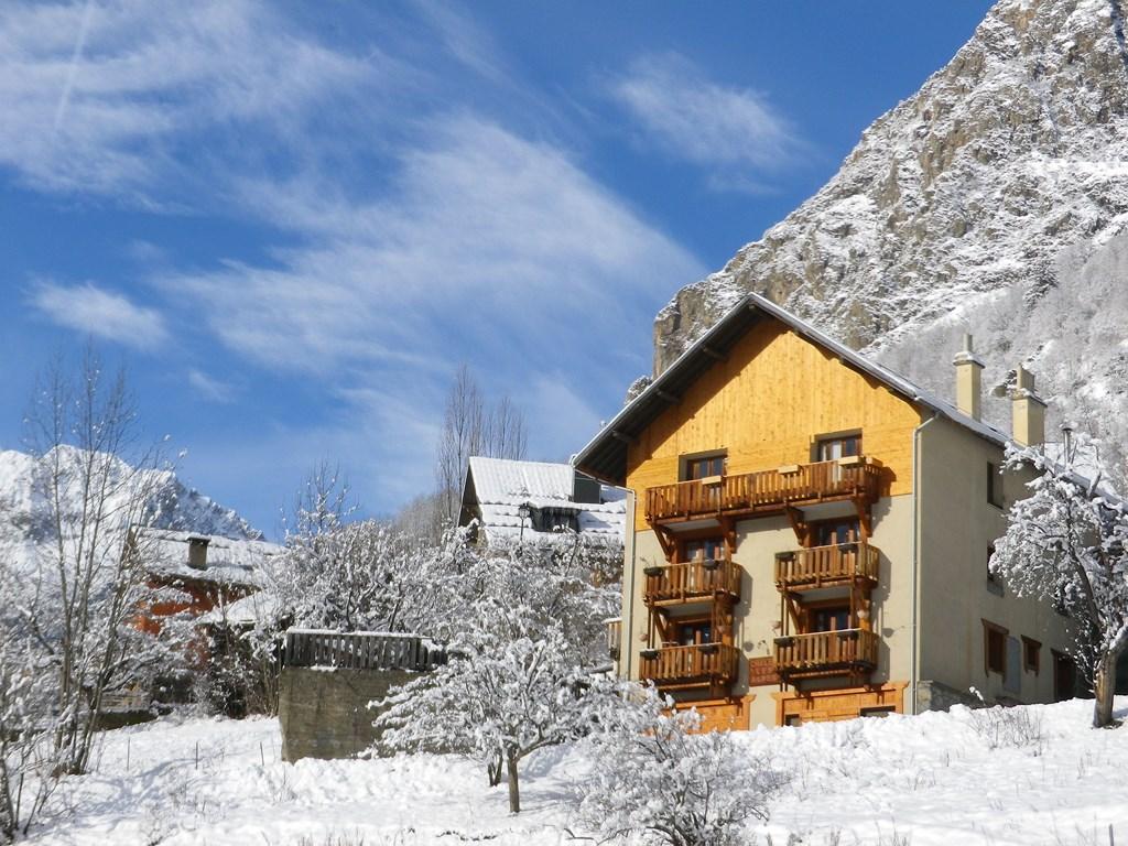 Le sapey la ville venosc village appartement 14 for Piscine les deux alpes